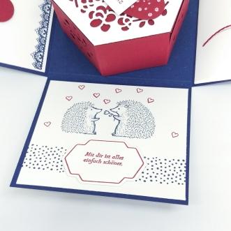 stampin-up-berlin-explosionsbox-geschenk-valentinstag-fensterschachtel-delicate-details-herzblatt-10-mitliebeundpapier-wordpress-com