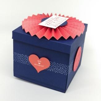 stampin-up-berlin-explosionsbox-geschenk-valentinstag-fensterschachtel-delicate-details-herzblatt-5-mitliebeundpapier-wordpress-com