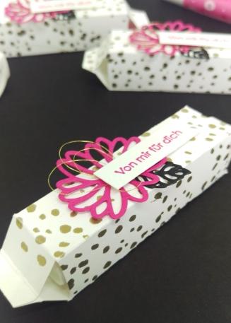Stampin' Up Goodie Gastgeschenk Labelloverpackung Besondere Grüße Pink mit Pep 4 mitliebeundpapier.wordpress.com