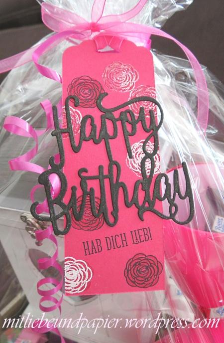 Stampin' Up Berlin DIY Geschenk Geschenkanhänger Anhängerstanze Thinlits Happy Birthday Gorgeous 1