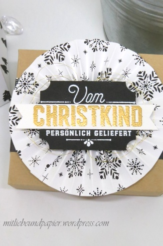 Stampin' Up! Berlin Geschenktüten Gutscheinverpackungen Rosetten falzen Weihnachtliche Etiketten 6 mitliebeundpapier.wordpress.com
