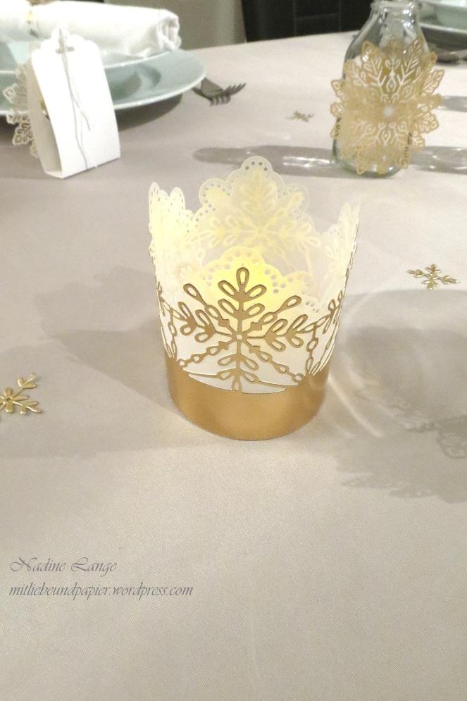 Stampin' Up! Berlin DIY Tischdeko gold weiß Weihnachten Flockenreigen Metallicschneeflocke Gastgeschenke Teelichter 6 mitliebeundpapier.wordpress.com